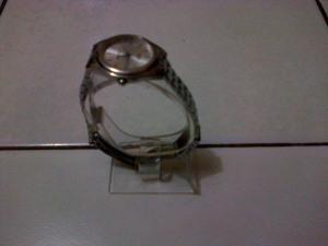 KODE 3 -- display jam tangan material acrylic