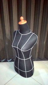 KODE 1 patung dressmaker pola