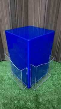 MAterial acrylic display bisa diputar ada 4 sisi tersedia warna merah dan biru