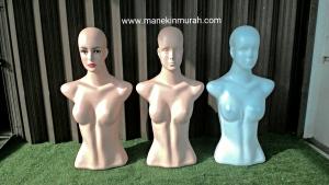 patung setengah badan wanita dengan kepala
